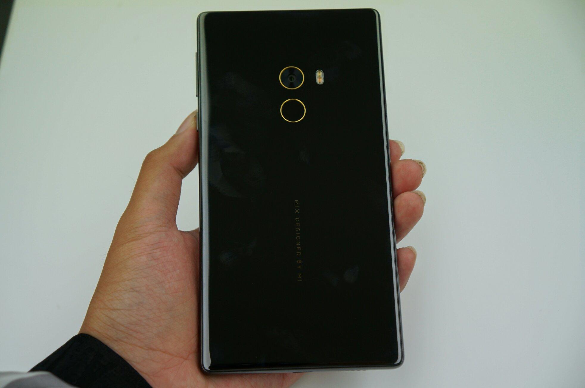 小米mix現場圖賞:全屏幕概念手機,對標夏普無邊框