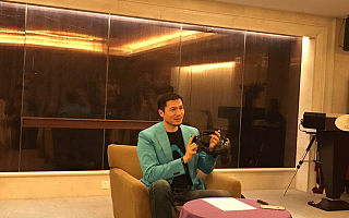 PC VR 头显的线缆很烦人?支持 HTC Vive 的无线 VR 升级套件来了