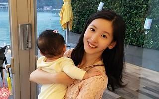 奶茶妹妹另一重身份曝光:刘强东喜笑颜开
