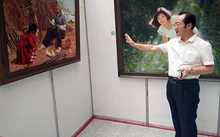 农工党南通文教总支党员参观朝鲜油画精品(南通)展