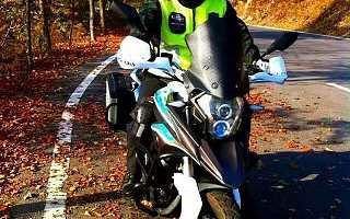 骑摩托旅行20年 他做车载终端指路况报天气 让摩友语音互撩