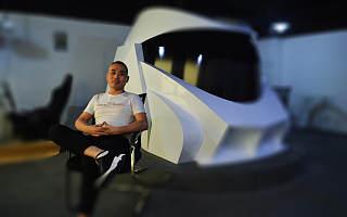 自筹200万他研发虚拟驾驶舱录驾校课程 细分步骤语音教授学员练车