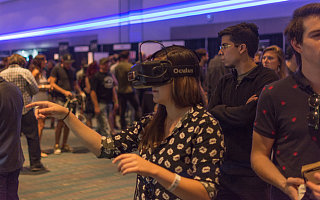 Oculus 可能会在今年 10 月发布一款售价 200 美元的独立 VR 头盔