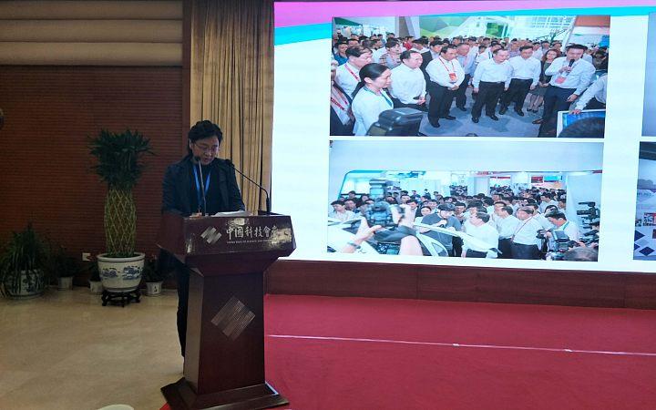 广州市科协党组织成员、秘书长戴晓春进行工作交流