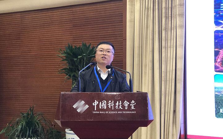 湘潭高新区产业局副局长靳志国做工作交流