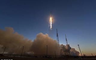 马斯克都把跑车送上太空了,人类移居火星还是自寻死路?