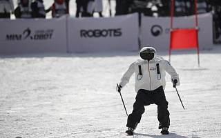 机器人不甘心旁观冬奥会,滑雪挑战赛上大展身手