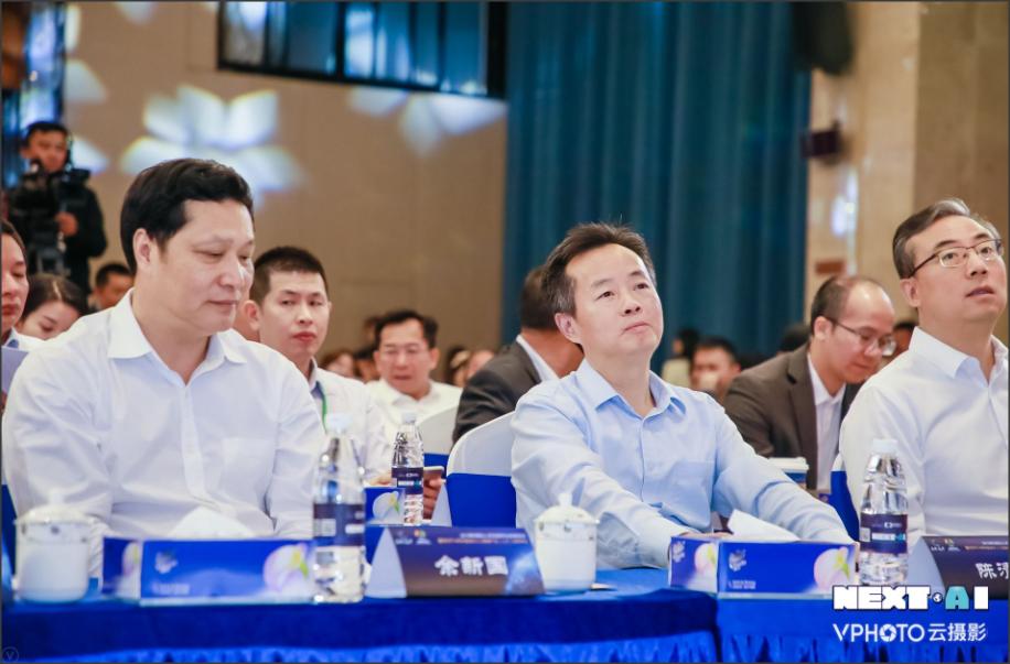 龙华区委书记余新国:坚持人才优先发展战略构建人无我有、人有我优的环境体系