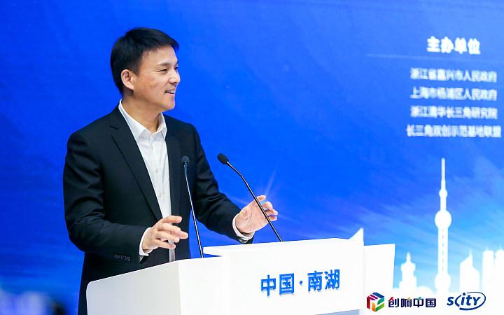 中共杨浦区委副书记、区长谢坚钢致辞