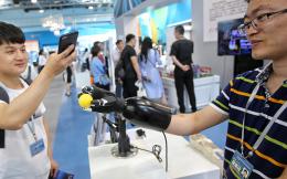全国双创周开幕,手术机器人、仓储机器人现身北京会场
