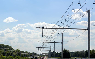 [全球快讯]印度拟建电力高速公路,电动车可以边跑边充电