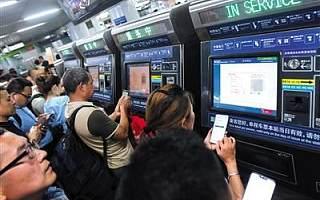 北京地铁非现金支付首日 扫码购票平均用时10秒钟左右