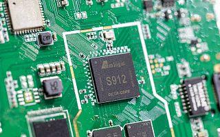 《中国AI芯片产业发展白皮书》:未来三年增速超50%,2021年市场将达305.7亿