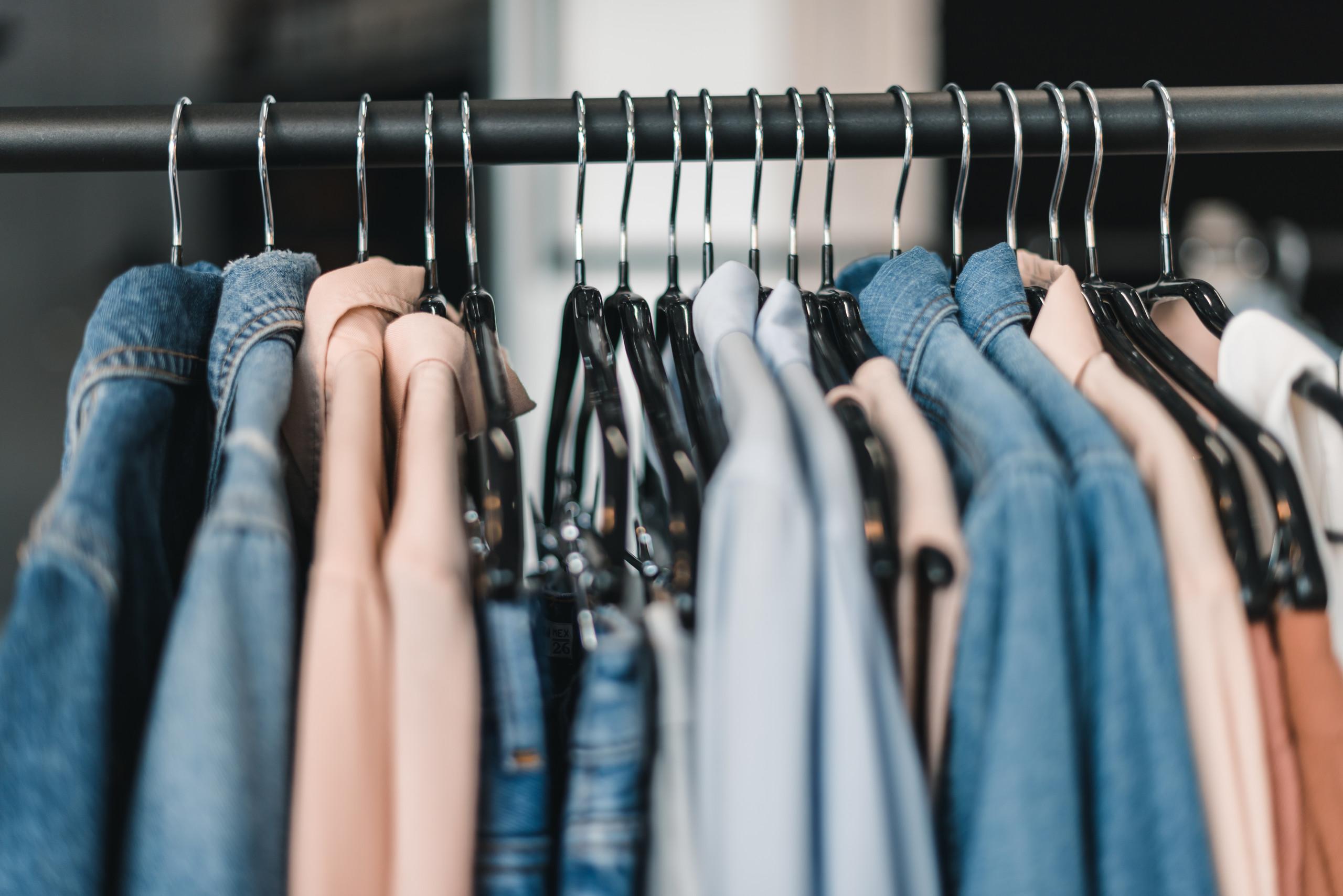 中国服装销量一年减少178.5亿件 消费者不爱买衣服了