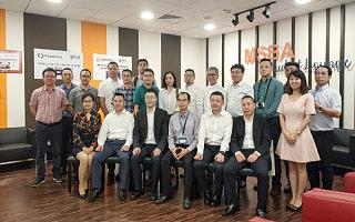 金窝窝陪同重庆市大数据局局长一行考察新加坡国立大学