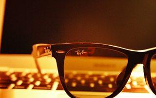 传Facebook与雷朋母公司合作开发AR眼镜