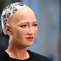 """10万英镑""""用你的脸"""" 一技巧企业为机械人征""""脸""""引争议"""