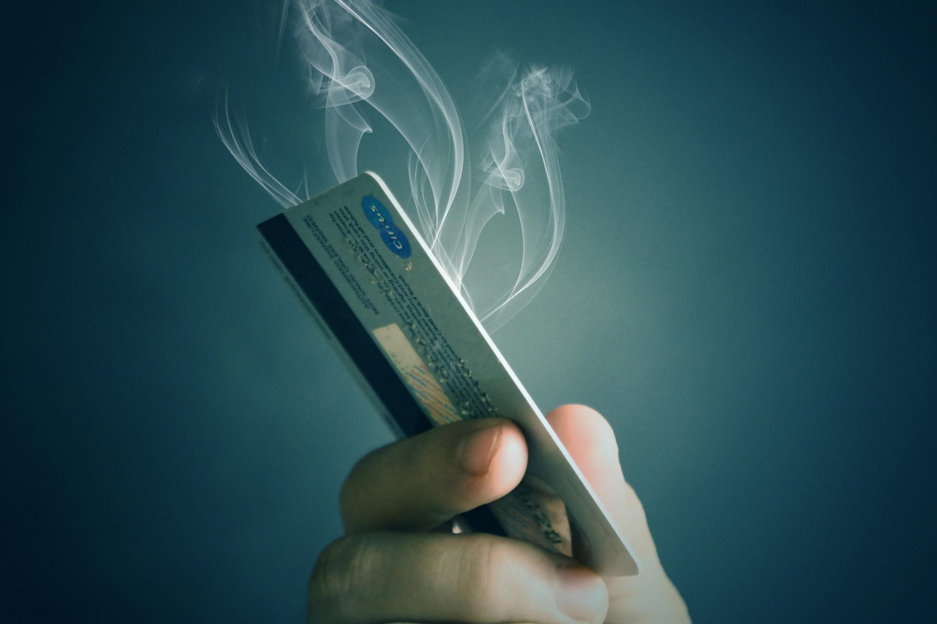 51信用卡暴跌40% 管理信用卡超1.3亿张 用户超八千万