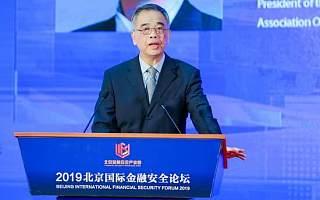 中国互联网金融协会会长:金融监管既要拦得了灰犀牛 也要拦得住黑天鹅
