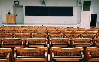 历史进程中的新职业:网课教师