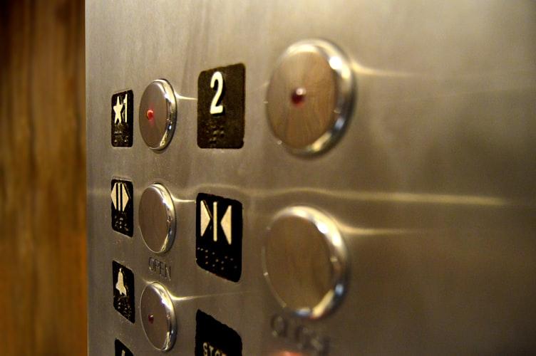 美的集团告别高增长:机器人性能差To B电梯会是蓝海?