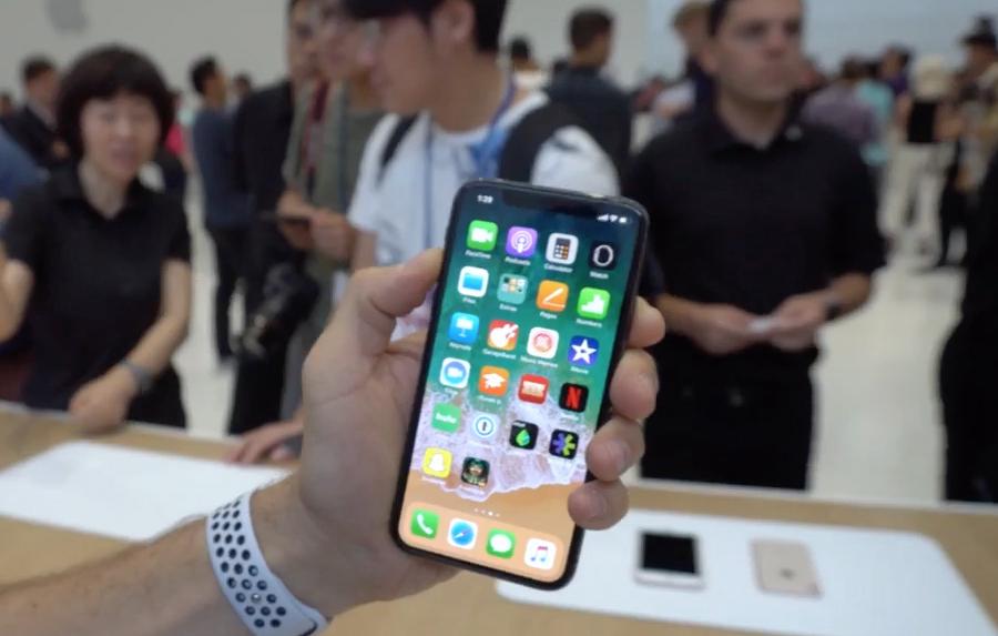 iPhone X:苹果的自我颠覆与尴尬