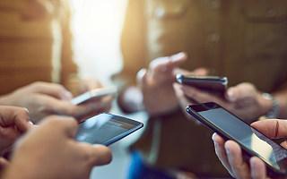 """2020年手机行业的""""中场战事"""""""