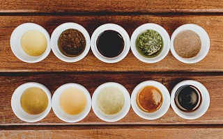 千禾味业涨停 上半年调味品销量上升净利润增八成 焦糖色业务下降25.38%