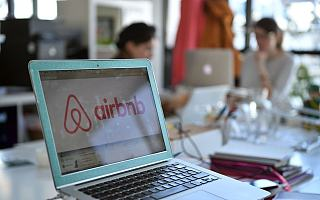 """【钛晨报】Airbnb向美国证监会秘密递交IPO注册草案;苹果股价收盘再创新高,市值逼近2万亿美元;宜买车回应特斯拉""""拒交门"""":车主提车属实"""