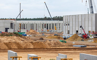 特斯拉柏林工厂因欠水费停工,建设延期过久导致负责人离职