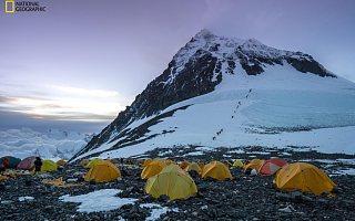 科学家首次在珠峰发现微塑料足迹,污染治理迫在眉睫