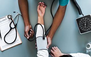 阿里健康营收增速放缓 连续5年亏损后扭亏为盈