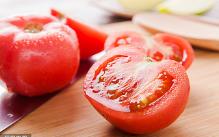 英国科学家开发改良版西红柿,有望成为帕金森病药物来源