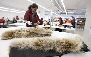 """""""加拿大鹅""""上热搜,上万的羽绒服是怎么收割市场的?"""