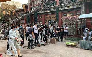"""600多位明星失业,香港为什么没有""""天价片酬""""?"""