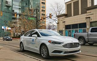 再等等,2025 年你就能买到一辆自动驾驶汽车了