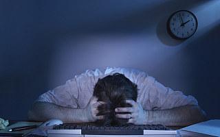 互联网留守儿童现状:父母996加班,常年和保姆一起生活