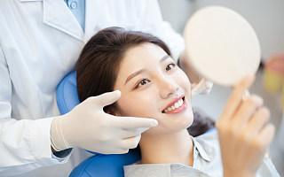 牙齿美容背后:10万机构争抢17万医生,8成患者遭遇假医生
