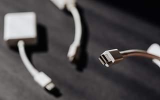苹果开了坏头 将高价充电器变成一门生意