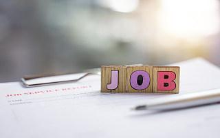 """奶茶店员、碳排放管理员""""正式上岗"""",快来人社部发布的18个新职业里找工作"""