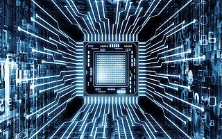 坐拥500亿,55岁芯片首富大扫货
