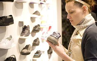 鞋价暴涨数十倍,得物下架处理价格波动过大球鞋