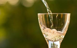 海外基金三巨头重仓贵州茅台 茅台集团筹划葡萄酒公司主板上市