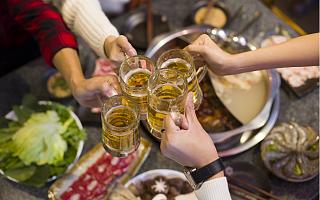教年轻人喝酒是一门好生意吗?