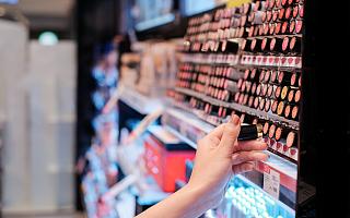 高瓴、腾讯都押注的美妆集合店,是真风口还是伪泡沫?