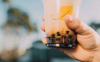 """""""全球茶饮第一股""""奈雪的茶上市 首日破发尴尬了谁?"""