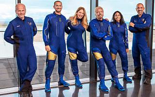 维珍银河抢跑蓝色起源,布兰森70高龄带队太空冒险