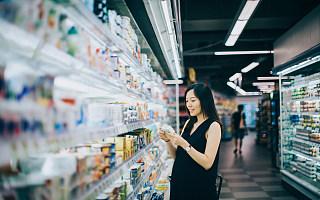"""""""抠门经济""""背后:临期食品市场成了谁的狂欢?"""