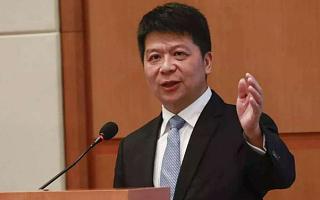 华为郭平:不放弃手机业务、也不放弃海外市场,卡脖子问题会解决|CEO说
