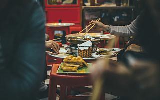 餐饮业近5万亿总营收,70%以上是这两类人贡献的